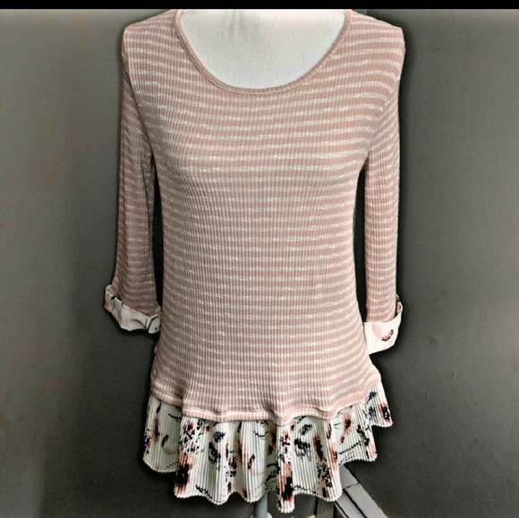 da495e1cc001 Le Lis Pink White Striped Floral Pleated Sweater S.  M 5b69bdf9c2e9fee4d01e1fd6